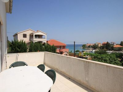 Photo for Two bedroom apartment with terrace and sea view Ugljan