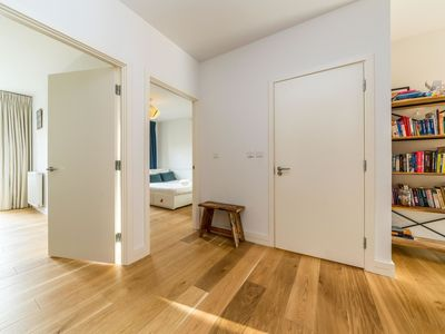 Photo for Lovely Modern and Spacious 3 Bed Apartment London