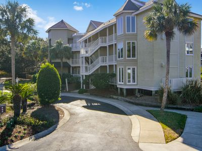 Photo for Spacious oceanview condo w/ screened porch, community pool - steps to beach!
