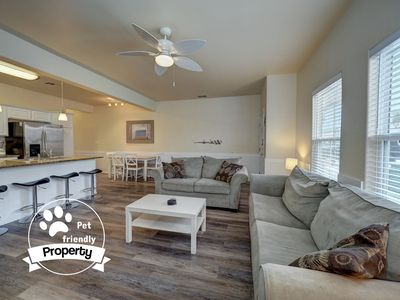 Photo for Spacious Townhouse, Pet-Friendly, Close to the Beach, & Free WIFI!