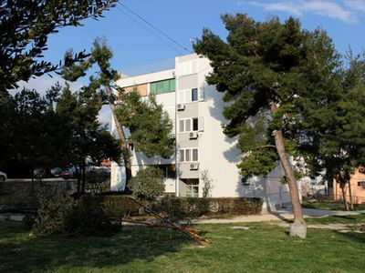 Photo for Holiday apartment 100m from the beach with sea views
