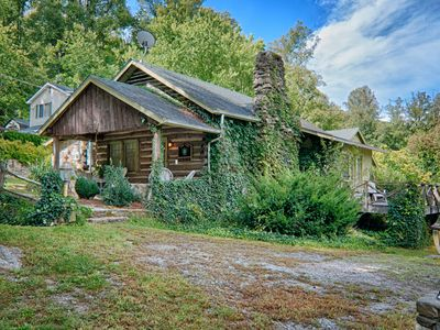 "Photo for ""Turn of the Century"" Log Cabin, Close to Town, Hot Tub, Firepit, WiFi, Pets OK"