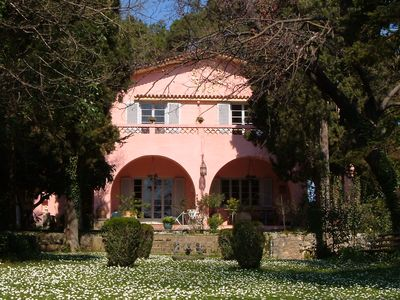 The Villa Averoff Red House, accommodates 10 people