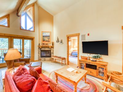 Mountain view condo w/ private hot tub, deck & fireplace!