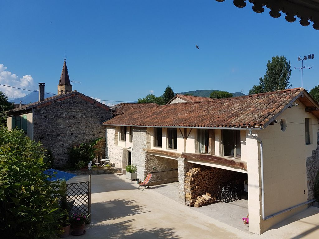 Tranquillity, luxury barn, village in the P... - HomeAway
