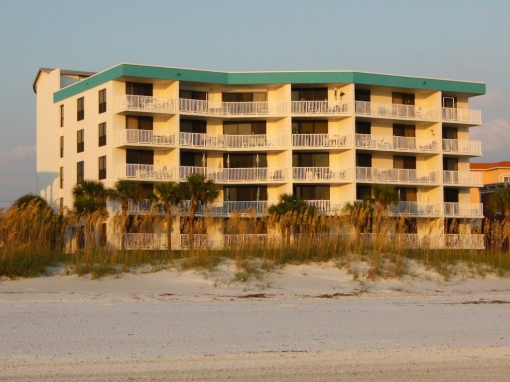 Gorgeous views of the gulf of mexico from your private for Chambre condos madeira beach florida