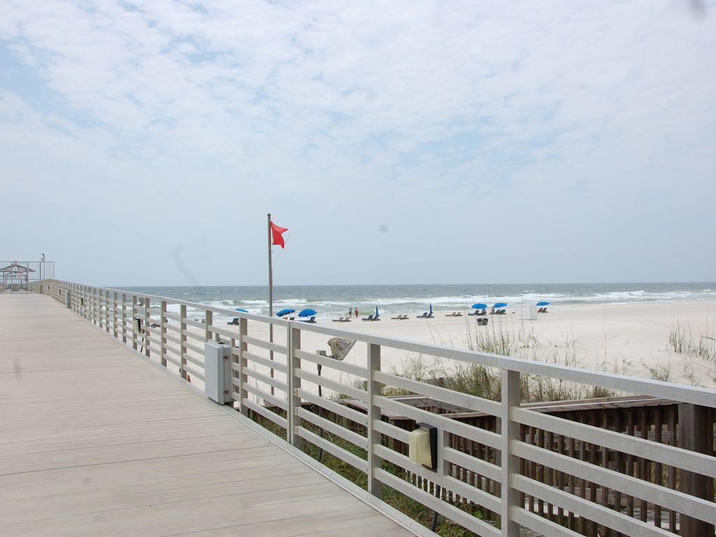 Four seasons 604w private fishing pier orange beach for Fishing orange beach al