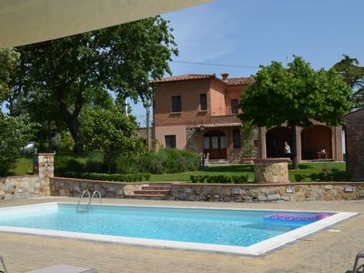 Photo for Country estate in a beautiful location 18-22 people, private pool and jacuzzi, common room, pizza ov