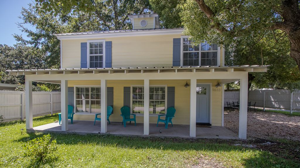 An Historic Carriage House-Stroll, Bike, or... - VRBO