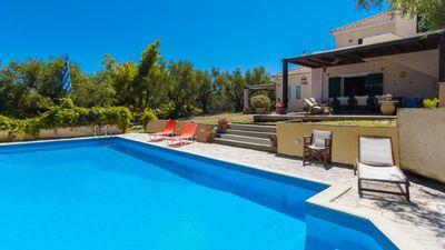 Photo for 5 bedroom villa with pool