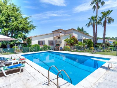 Photo for This 3-bedroom villa for up to 6 guests is located in Sant Antoni De Calonge and has a private swimm