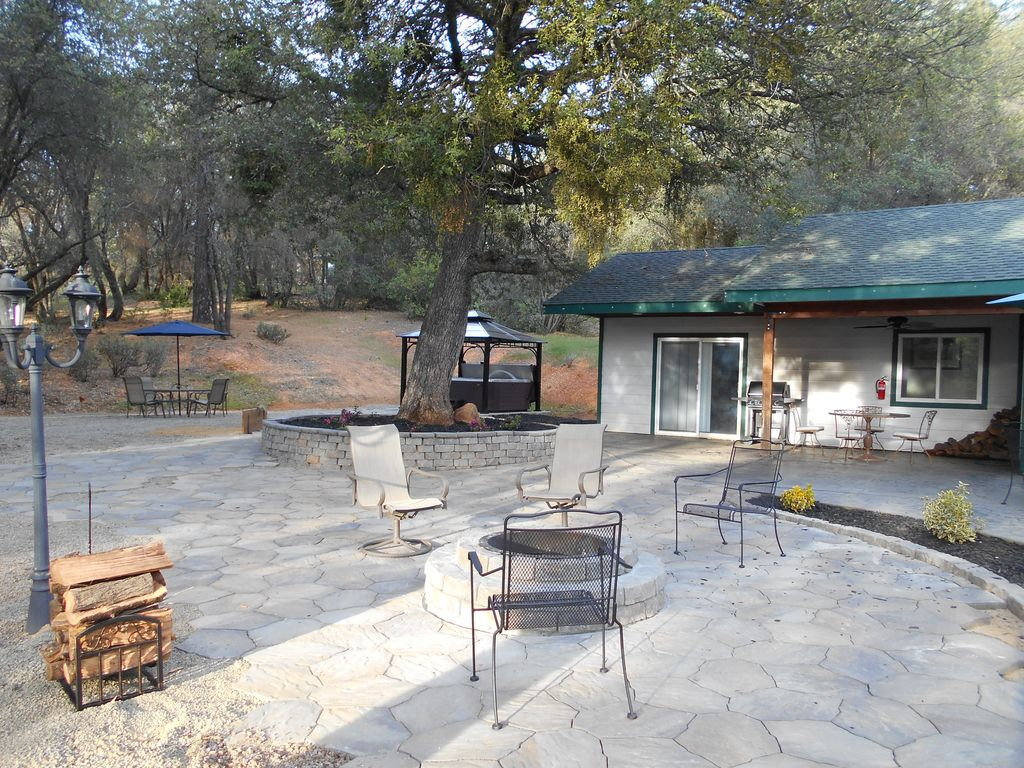 yosemite mountain escapes whispering pines vrbo