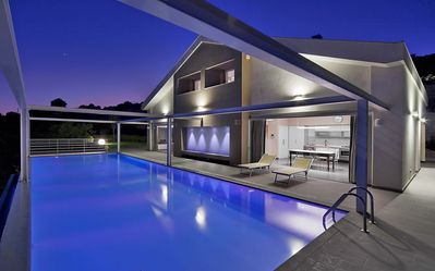 Photo for Panorama villa with infinity pool, garden, tennis court, free wi-fi
