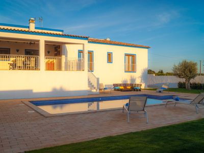 Photo for 4 bedroom Villa, sleeps 8 in Aivados e Fontes with Pool and WiFi