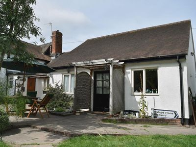 Photo for 1 bedroom property in Ledbury. Pet friendly.