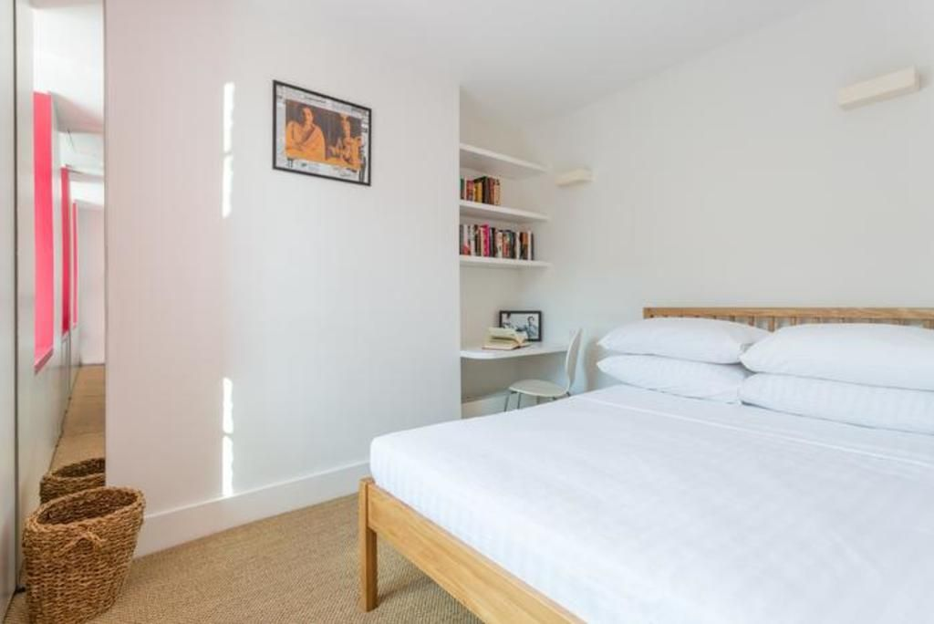 London Home 335, Picture This… Enjoying Your Holiday in a Luxury 5 Star Home in London, England - Studio Villa, Sleeps 6