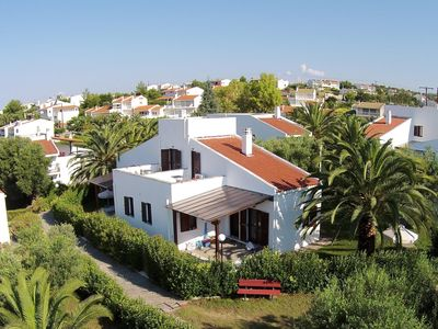 Photo for Modern holiday home, fantastically located at the sea, Wifi | Trikorfo, Chalkidi