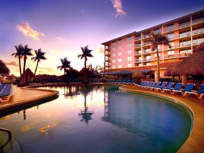 Photo for Palm Beach Shores Resort- Beachfront Location - Deluxe 1 Bedroom Apartment