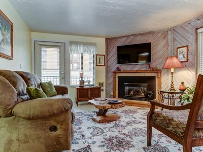 Photo for Dog-friendly condo w/ a shared pool, hot tub, & sauna - near slopes