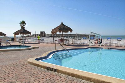 Pool and Hot tub on Gulf with private fishing pier Handicap lifts