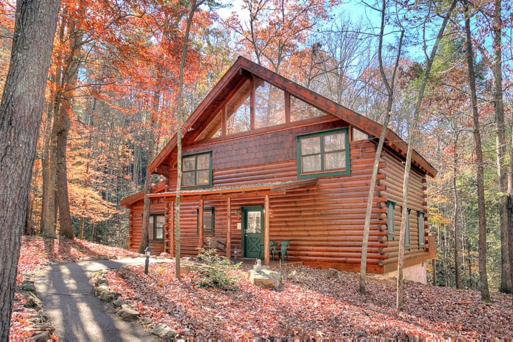 Large wheelchair accessible log cabin homeaway for Vacation log homes