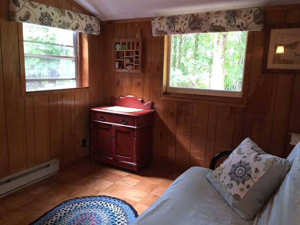 The Cottage on Lake Michigan–sand beach, wooded lot, family friendly