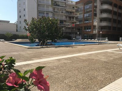 Photo for Apartment 4 pax with pool located at about 275mts. From the beach of Salou.