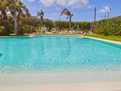 Photo for Elegant infinity salt-water pool / Walking distance to the sea / 1 main house and 2 annexes to provi