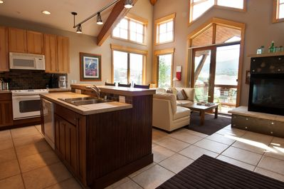 This condo is professionally managed by 5 Diamond Lodging available to you 24/7