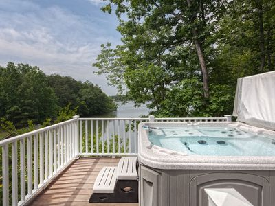 Photo for HighView Haven, Hot-tub, wi-fi, kayaks