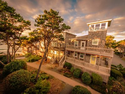 Photo for Costa Bella: a beach getaway with a lookout tower at Bella Beach in Depoe Bay