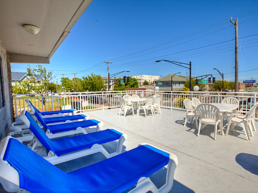 Cute & Affordable - Wi-Fi, Grill & Heated Pool - 2 Blocks to Boardwalk