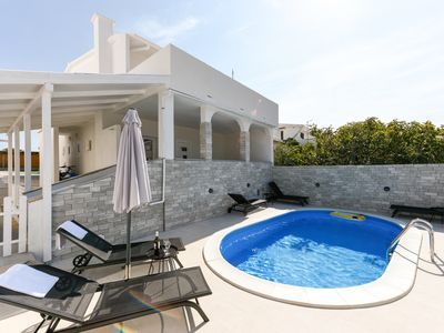Photo for House for 12 people with 2 apartments and swimming pool, 100m from the beach.