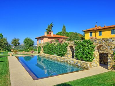Photo for Wonderful private villa with WIFI, A/C, pool, TV, panoramic view and parking, close to Florence