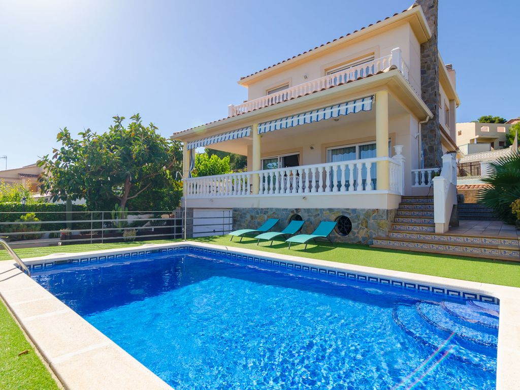 club villamar lovely big house with private pool and playgrounds fenced in quiet area cunit. Black Bedroom Furniture Sets. Home Design Ideas