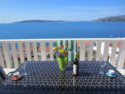 Photo for Apartment in Okrug Donji with Air conditioning, Parking, Terrace (451799)