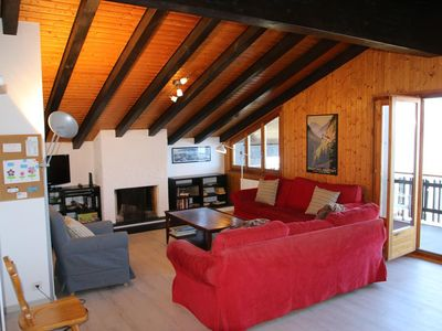 Photo for 3*, 4-bedroom apartment, for 10 people, located next to skilift. Bright living room with fireplace d