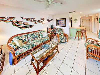 Photo for Holiday Island 2BR w/ Pool, Hot Tub, Tennis, Fitness Center, Dock & Grill!