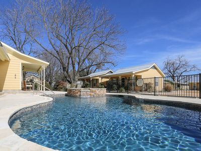 Photo for Absolutely Charming Hummingbird Hideaway, King Bed, In Town, Hot Tub/Pool Access!