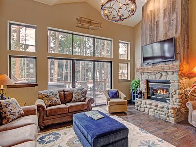Photo for Fully Remodeled Townhome, Private Hot Tub, Shuttle to Town/Slopes