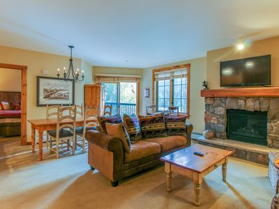Photo for Cozy mountain condo w/ shared pool & hot tub - close to the slopes!