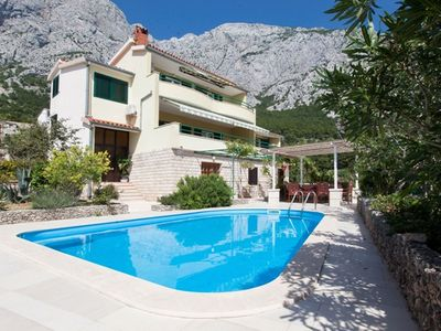 Photo for This 4-bedroom villa for up to 10 guests is located in Makarska and has a private swimming pool, air