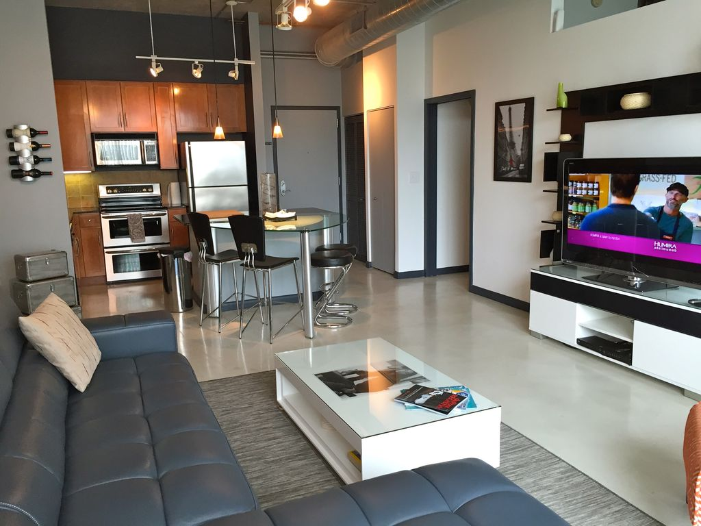 One Bedroom + Den = Great Contemporary Loft Apartment In Miami+ free  parking - Edgewater