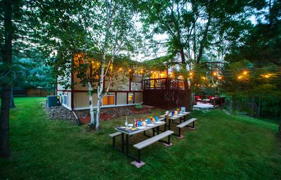 Private yard w/ outdoor eating space, tons of grass for the kids to run around!