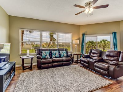 Beautiful Extremely Spacious Ocean Park Condo Just a Short Walk to the Beach