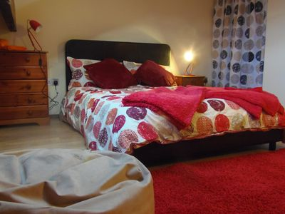 Red room with superb night view - attic room
