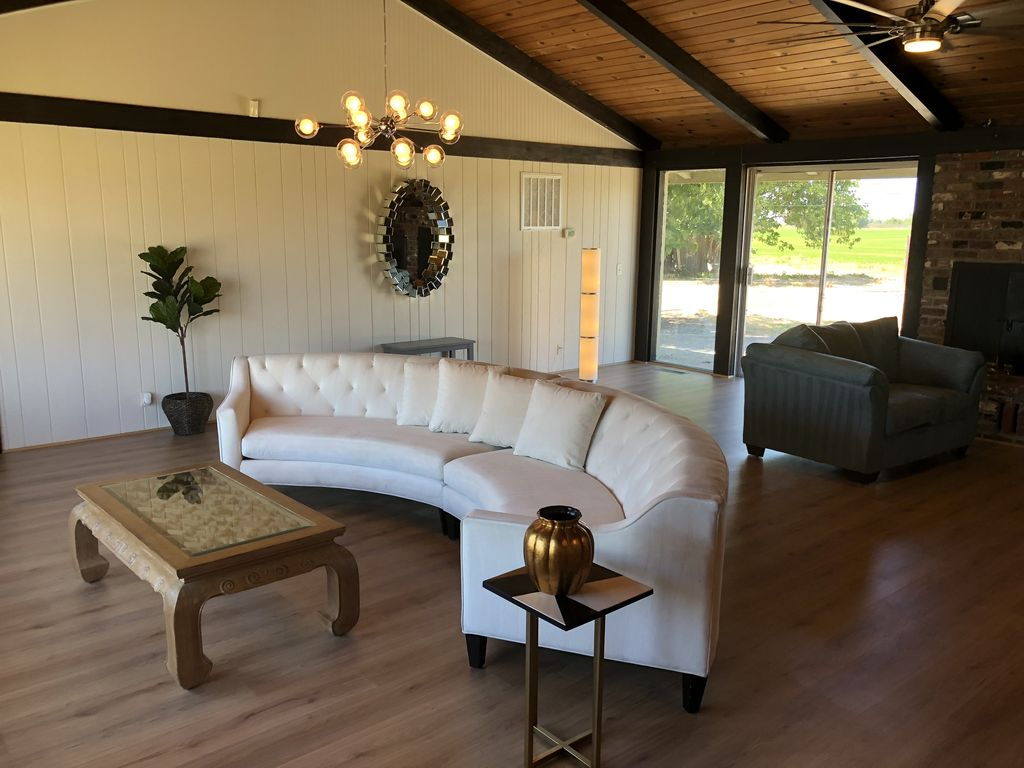 large country vacation home w modern upgrades 1413362
