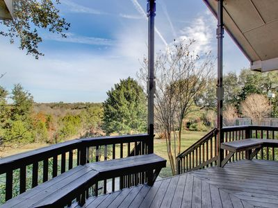 Photo for Spacious, Secluded North Austin Lodge + Hike/Bike Trails