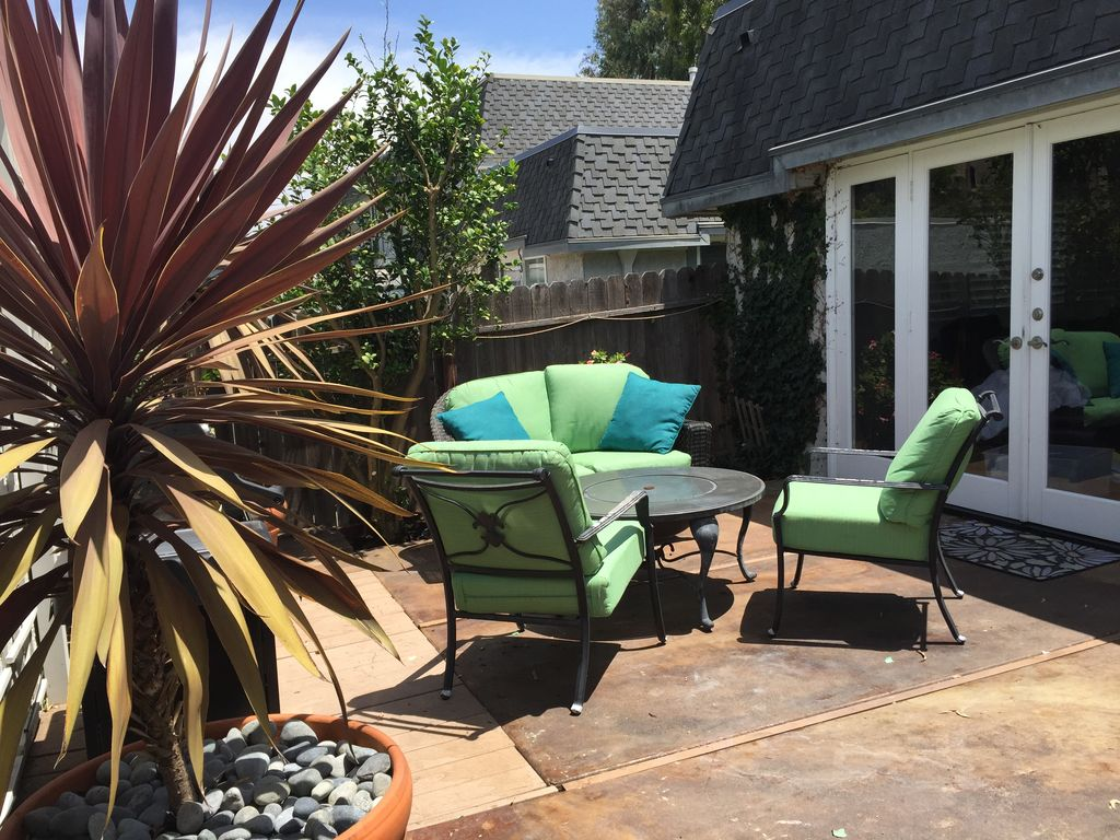 Private patio home inquiet gated townhome vrbo for Swim spa in garage