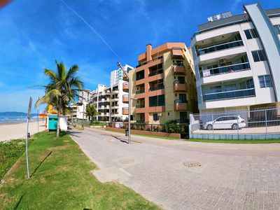 Photo for Front w / sea, beautiful view. 2 bedrooms (suite), air cond, barbecue, WiFi, gar. KK 303.